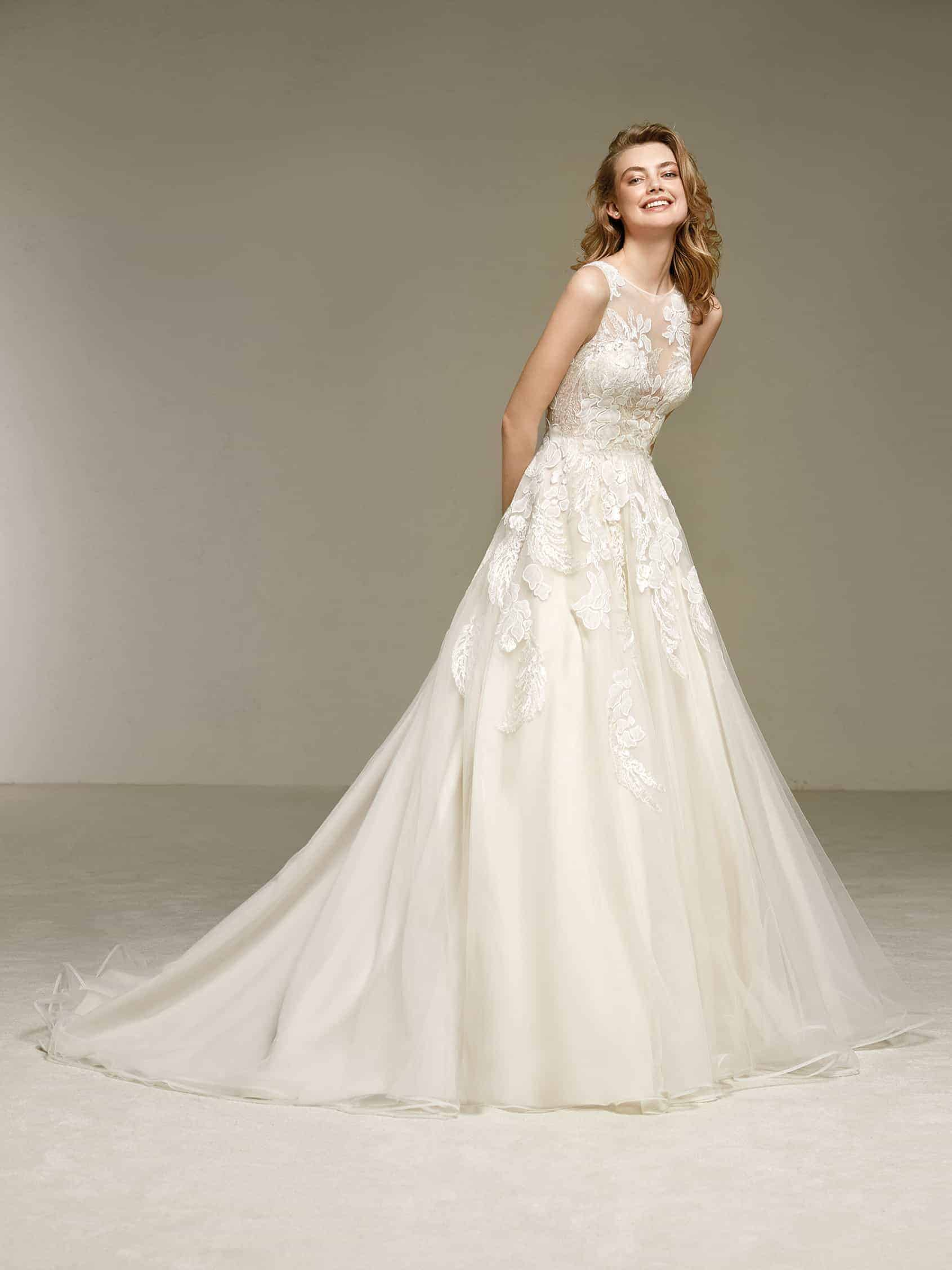 Trouwjurk Dola van Pronovias bij Honeymoonshop 1
